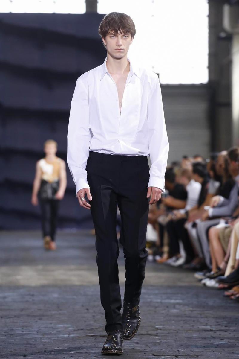 Maison Margiela Fashion Show, Menswear Collection Spring Summer 2016 in Milan
