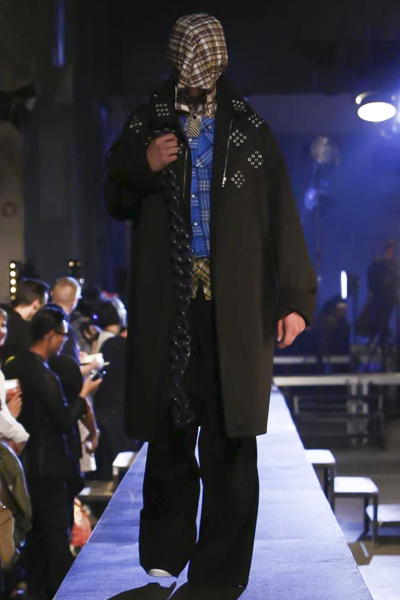 Raf-Simons-Menswear-SS16-Paris-6159-1435176322-bigthumb