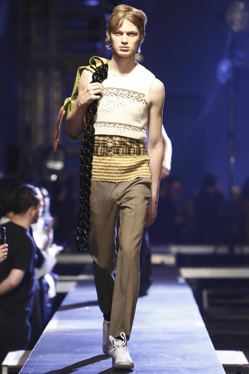 Raf-Simons-Menswear-SS16-Paris-6181-1435176354-bigthumb