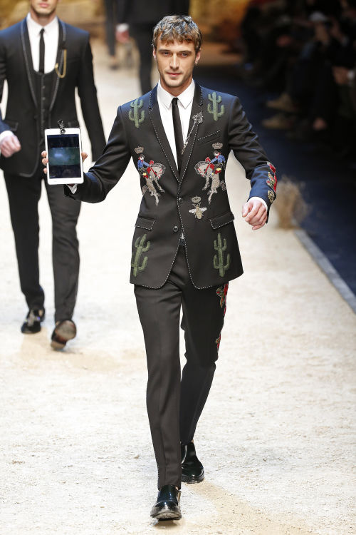 DOLCE & GABBANA FW 2016 Milan Fashion Week 2016-17 (25)
