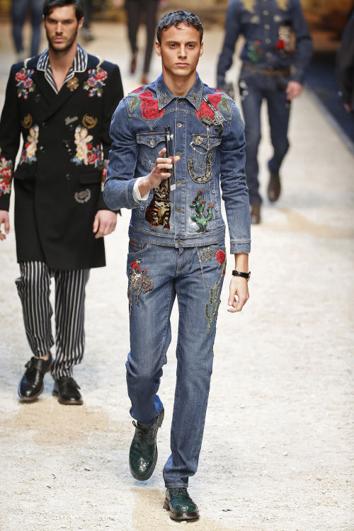 DOLCE & GABBANA FW 2016 Milan Fashion Week 2016-17 (47)