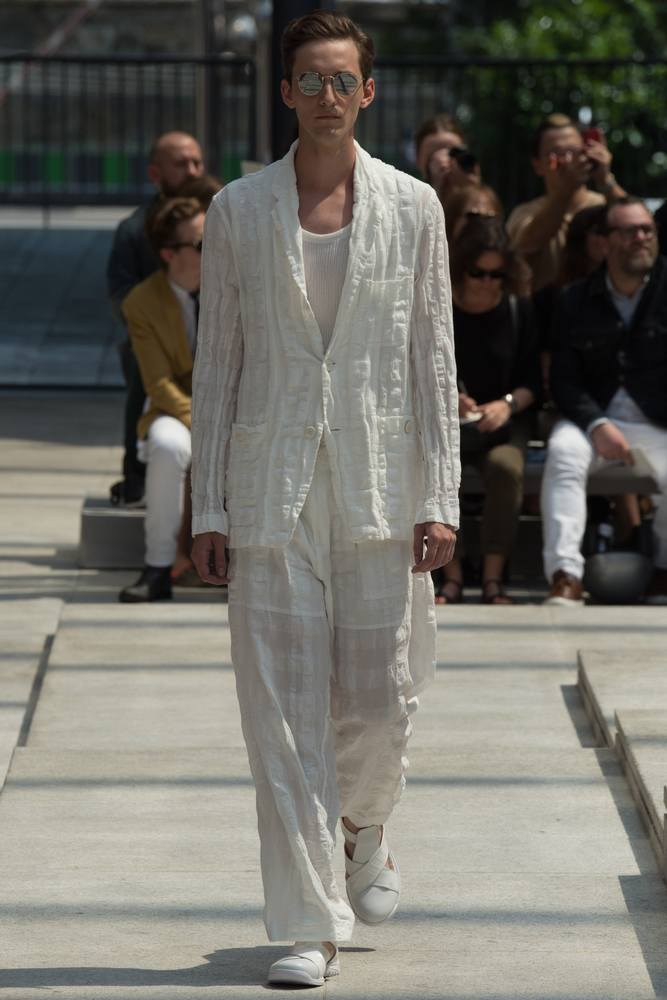 issey-miyake-men-spring-summer-2017-paris-fashion-week-02