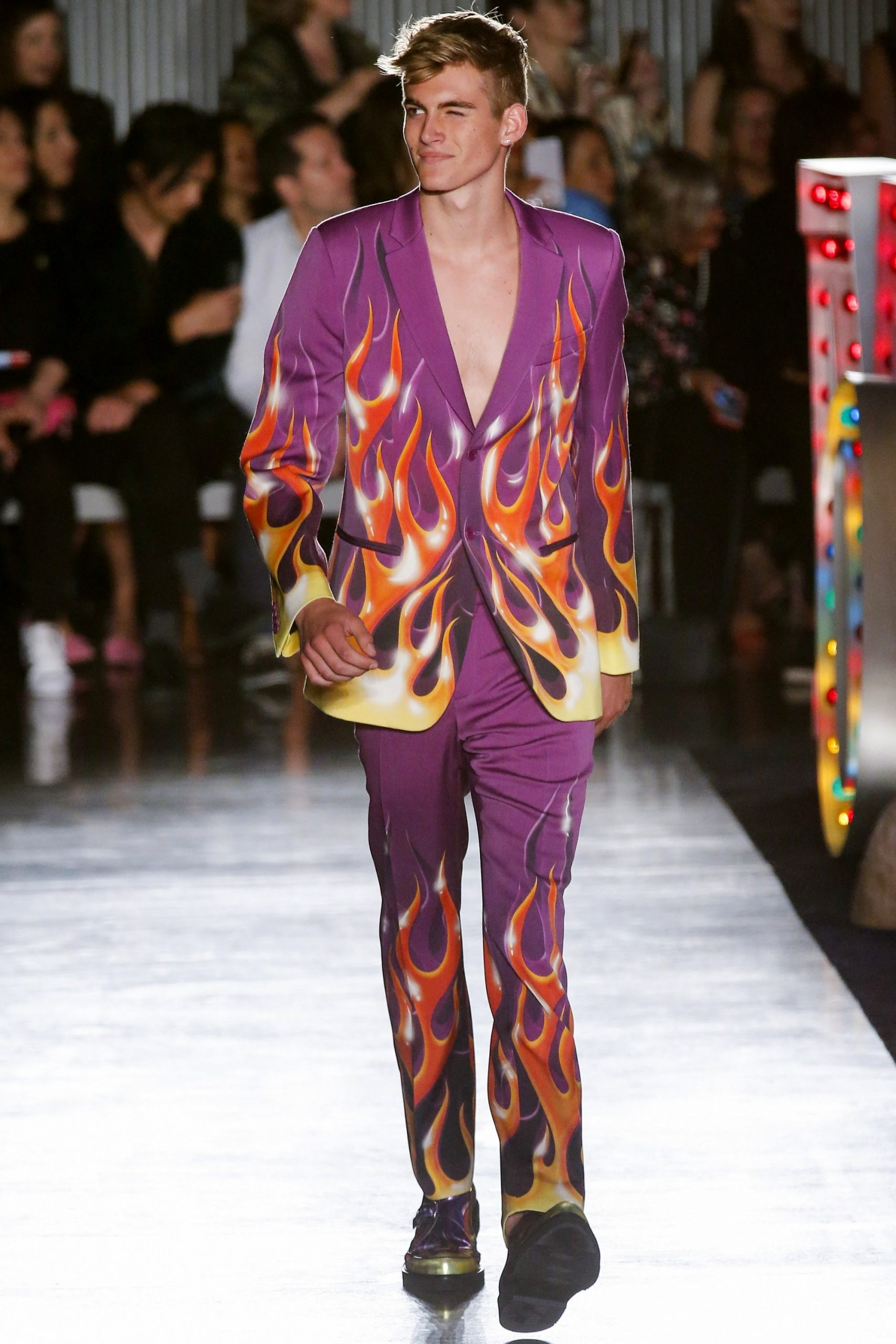 Moschino  moschino Spring Summer 2018 Menswear Collection. A road trip to  Los Angeles and Las Vegas was the idea behind Jeremy Scott   moschinohollywood ... a5e2fa28ceab