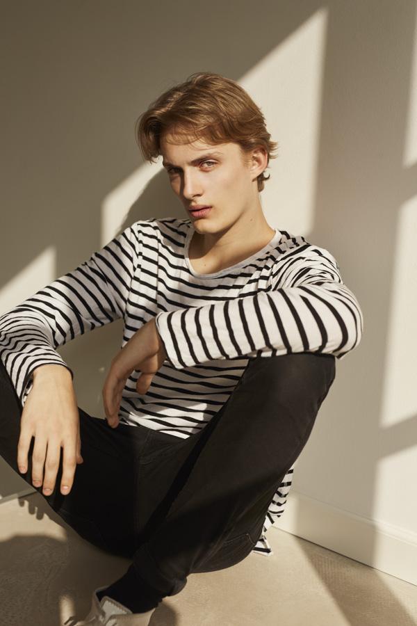 NEW FACES Tobias Poulsen by Eivind Hamran NEW FACES Tobias Poulsen by Eivind Hamran Vanity Teen 虚荣青年 Menswear & new faces magazine