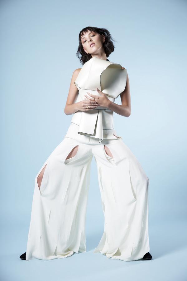 Lean Into It: Julie Hoogenberk by Elza van der Saag Lean Into It: Julie Hoogenberk by Elza van der Saag Vanity Teen 虚荣青年 Menswear & new faces magazine