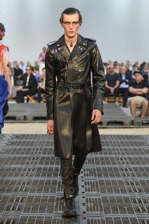 Alexander McQueen S/S 2019  Alexander McQueen S/S 2019 Vanity Teen Menswear & new faces magazine
