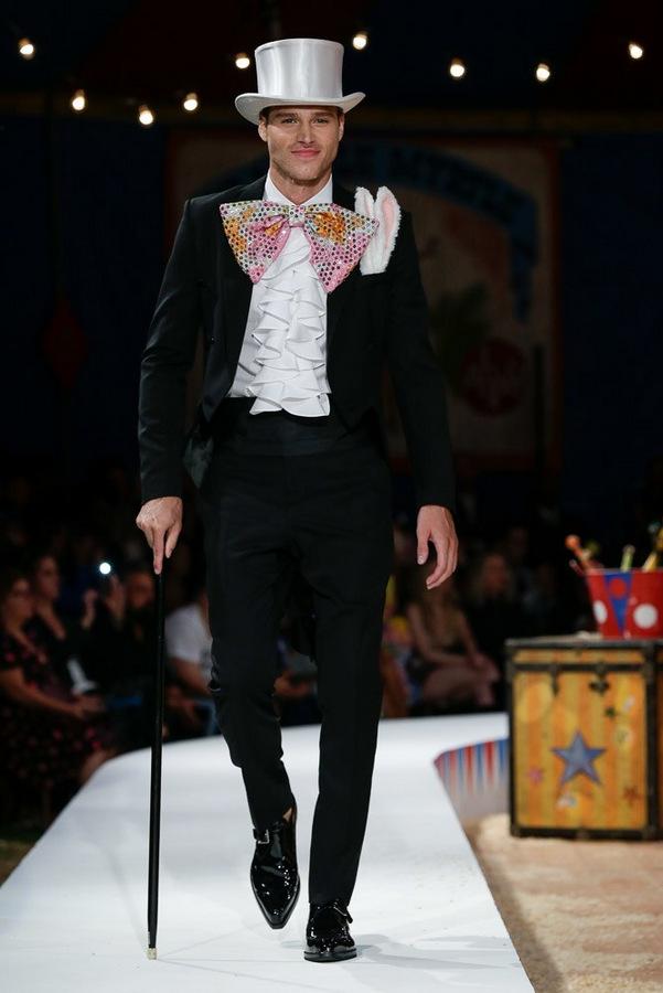 Moschino S/S 2019  Moschino S/S 2019 Vanity Teen Menswear & new faces magazine