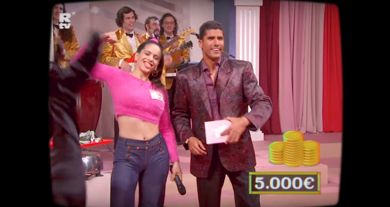 Rosalia Sings Catalan in New 'F*cking Money Man' Video Rosalia Sings Catalan in New 'F*cking Money Man' Video Vanity Teen 虚荣青年 Menswear & new faces magazine