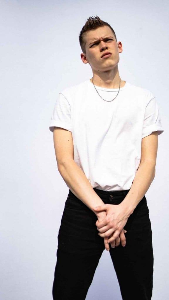 Vanity Teen EXCLUSIVE Roy Reshef & Anton Mishanin by Ori Taub Vanity Teen EXCLUSIVE Roy Reshef & Anton Mishanin by Ori Taub Vanity Teen 虚荣青年 Menswear & new faces magazine