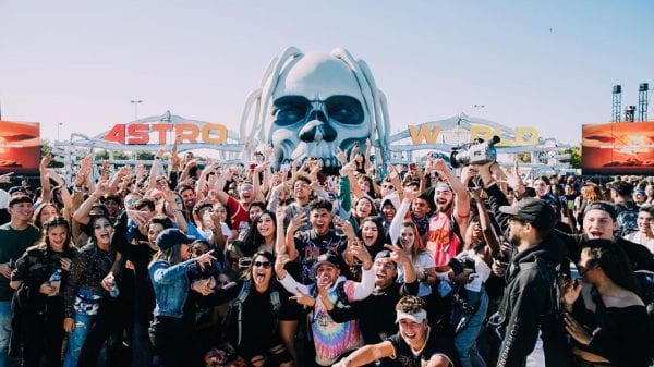 Travis Scott announced that there will be an Astroworld fest in 2021 Travis Scott announced that there will be an Astroworld fest in 2021 Vanity Teen Menswear & new faces magazine