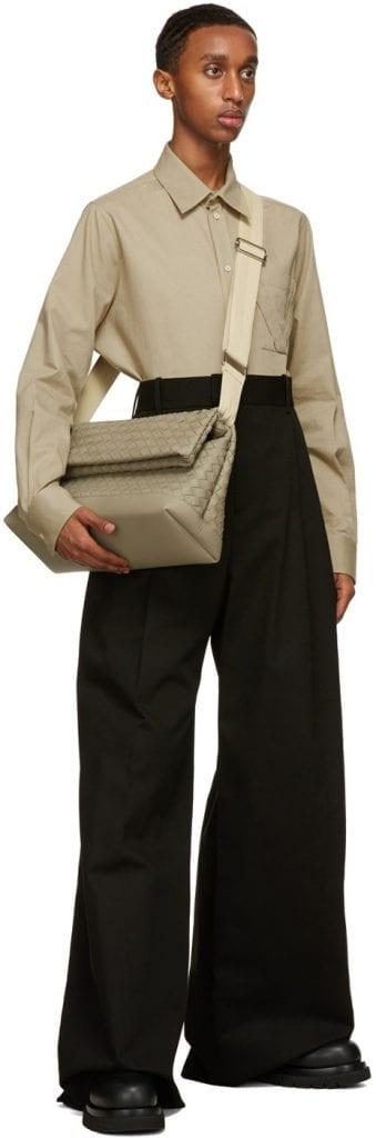 Messenger Style: Bottega Veneta Medium Intrecciato Messenger Bag Messenger Style: Bottega Veneta Medium Intrecciato Messenger Bag Vanity Teen 虚荣青年 Menswear & new faces magazine
