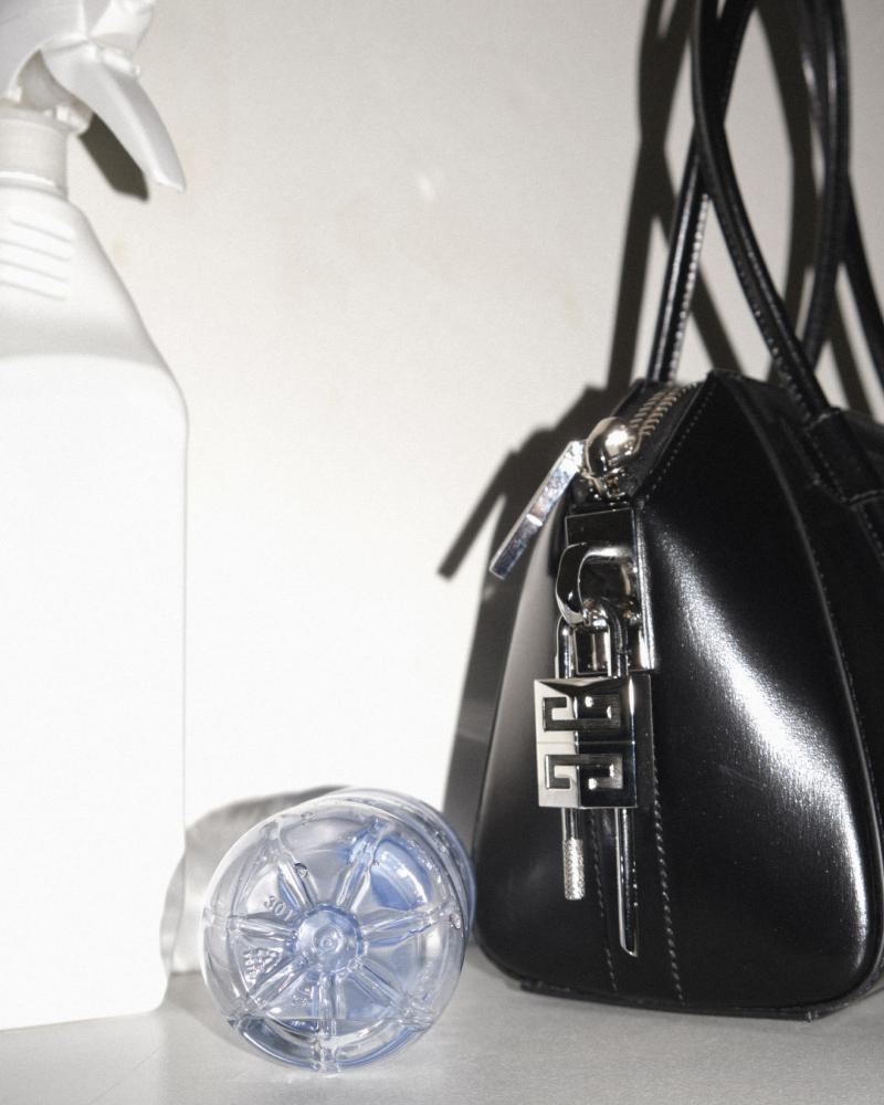 Givenchy New ANTIGONA Givenchy New ANTIGONA Vanity Teen 虚荣青年 Menswear & new faces magazine