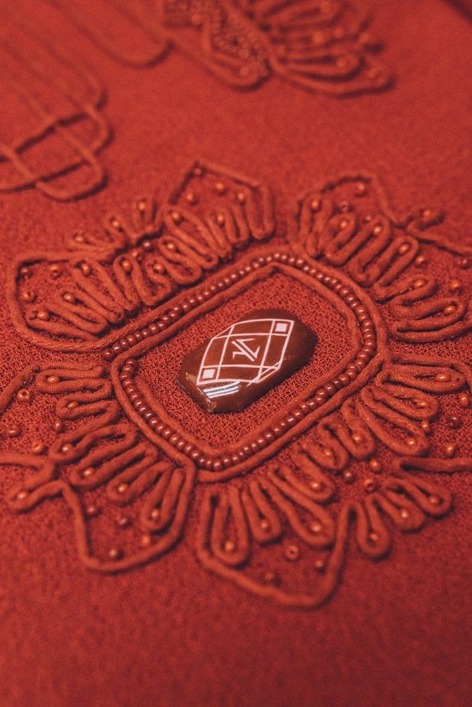 Rostov enamel brooch with a hand-crafted pattern ©Ulyana Sergeenko