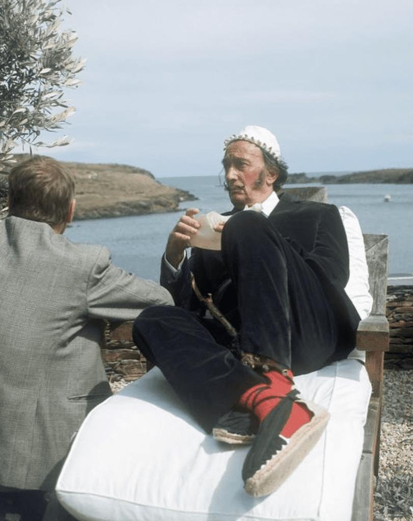Dalí wearing espadrilles