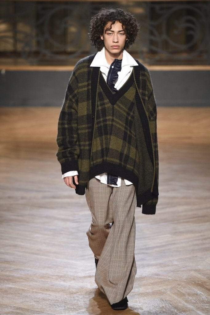 WOOYOUNGMI - Consistency and evolution are at the core of your practice. WOOYOUNGMI - Consistency and evolution are at the core of your practice. Vanity Teen 虚荣青年 Menswear & new faces magazine