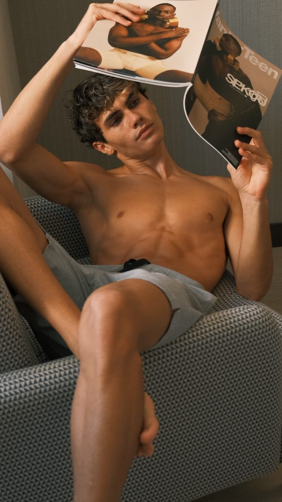 Diego Alvarez, an evening of reading Diego Alvarez, an evening of reading Vanity Teen 虚荣青年 Lifestyle & new faces magazine